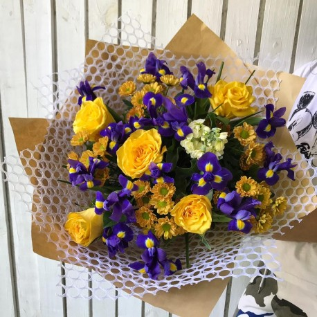 Mixed bouquet of roses and irises